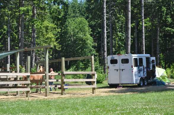 Hares Canyon Horse Camp has 13 full-hookup sites with corrals.