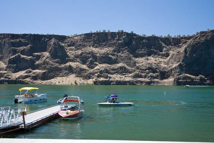 Boats on Lake Billy Chinook