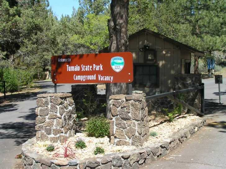 Entrance to Tumalo State Park